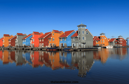 Colorful-houses-on-water